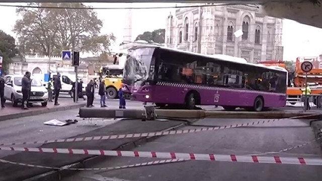 Otobüs tramvay hattının enerji kablolarını kopardı