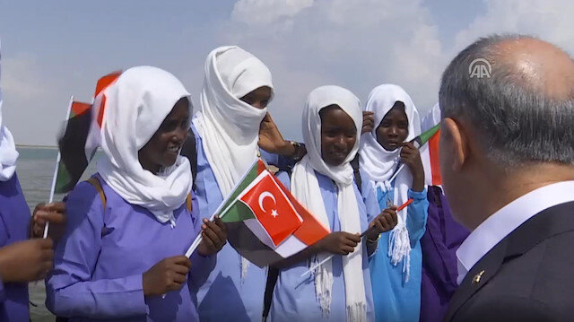 Turkish defense minister receives warm welcome in Sudanese island