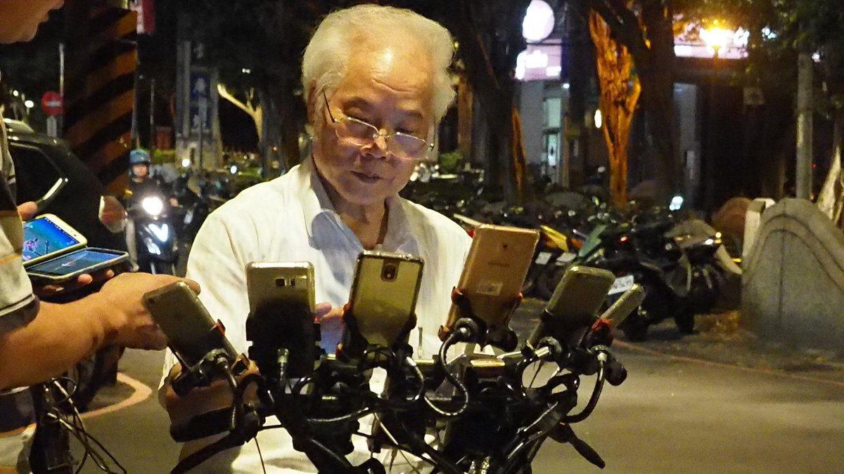 70 yaşındaki Chen San-yuan ve Pokemon canavarına benzeyen bisikleti.