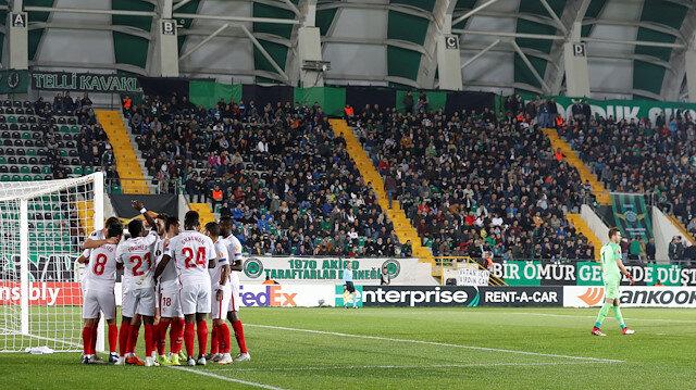 Sevillalı oyuncuların gol sevinci.