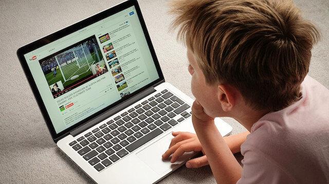 Uzmanlar özellikle YouTube gibi platformların aile gözetiminde kullanılmasını öneriyor.