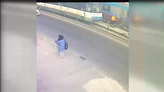 Temizlik işçisine iki tramvay peş peşe çarptı