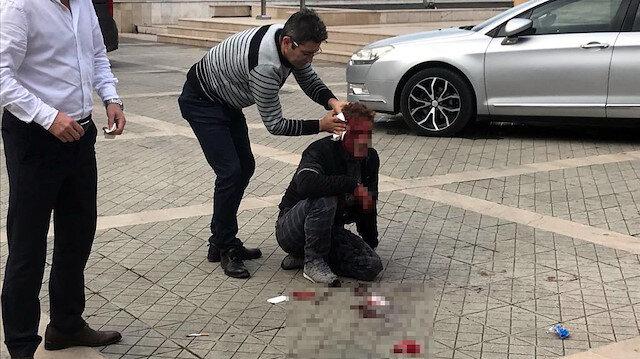 Kanlar içinde yerde kalan Serkan C.'nin yardımına, valilik personeli ve polis ekipleri koştu.