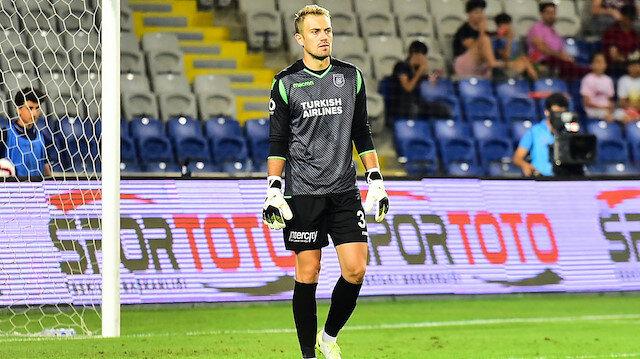 Mert Günok, ligde çıktığı 11 maçta kalesinde 4 gol gördü.