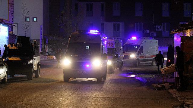 Yaralılar, ambulanslarla Hakkari Devlet Hastanesine kaldırıldı.