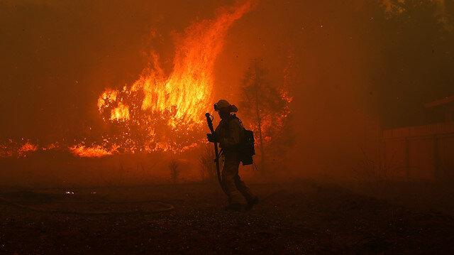 Kalifornia yangınlarla boğuşuyor