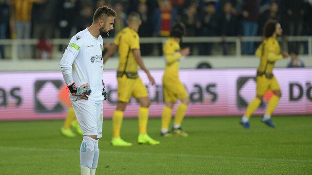 Yeni Malatya karşısında 5 gol yiyen Onur Recep Kıvrak, bazı Trabzonsporlu taraftarlar tarafından ıslıklandı.