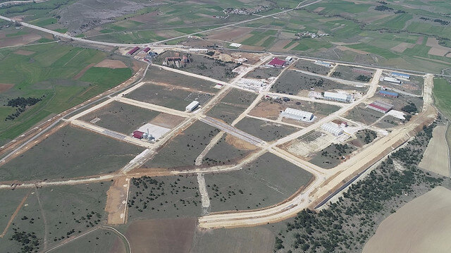Organize sanayi bölgelerindeki arazilerin yatırıma açılması için indirimli ve bedelsiz uygulamasına geçildi.