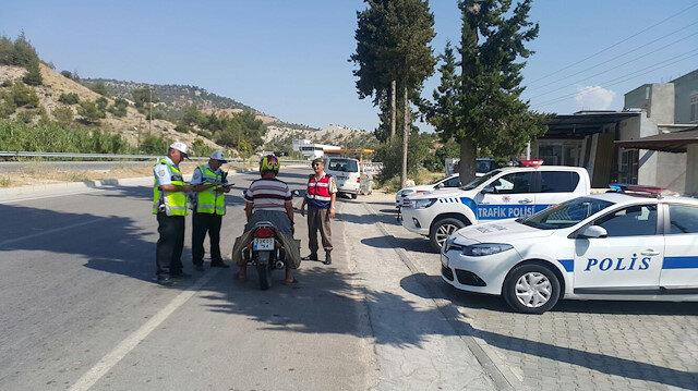 Aydın'da geçtiğimiz Ekim ayı içerisinde 2 bin 551 araç trafikten men edildi, 432 sürücünün ise ehliyetine de el konuldu.
