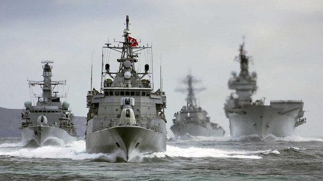 Türk savaş gemileri, Ege Denizi'nde tatbikatlarını gerçekleştirirken