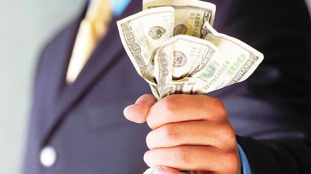Türk Lirası, dolar karşısında değer kazanıyor.