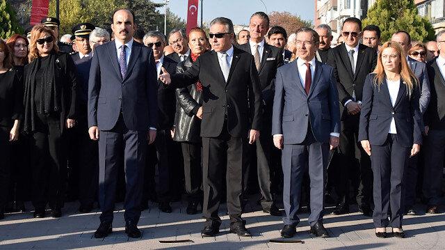 Konya Valisi Cüneyit Orhan Toprak, törenin gecikmesine tepki gösterdi.