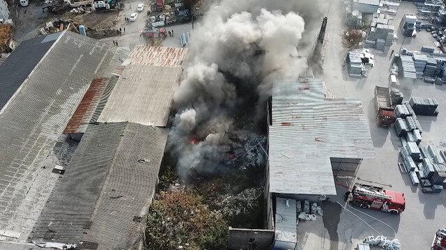 Kartalda ahşap fabrikasında yangın çıktı