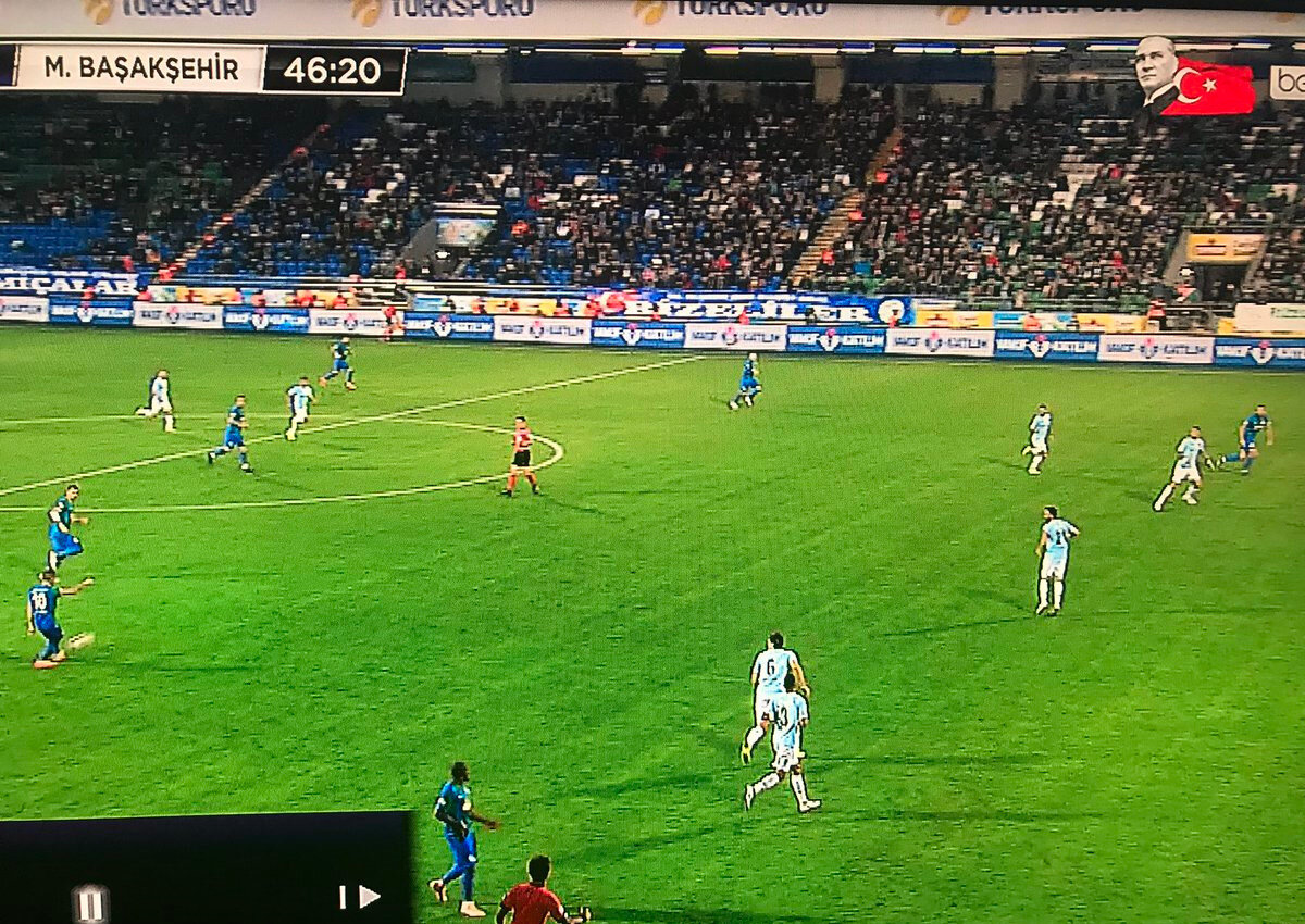 Çaykur Rizespor'a Başakşehir maçında bu pozisyonda ofsayt bayrağı kalktı.