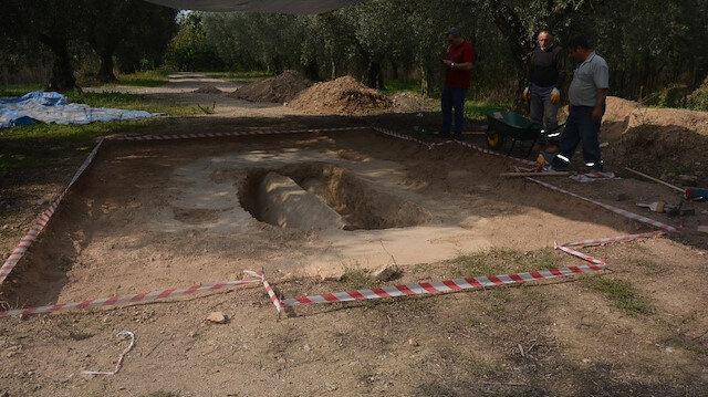 İznik'te bulunan lahdin içerisinden 2300 yıllık mumyalanmış kadın ve erkek cesedi çıktı.