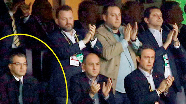 Herkes Valbuena'yı ayakta alkışlarken Comolli yerinden bile kıpırdamadı.