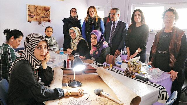 Kadınlar, maddi imkansızlıklara rağmen deri sanatını ayağa kaldırıyor