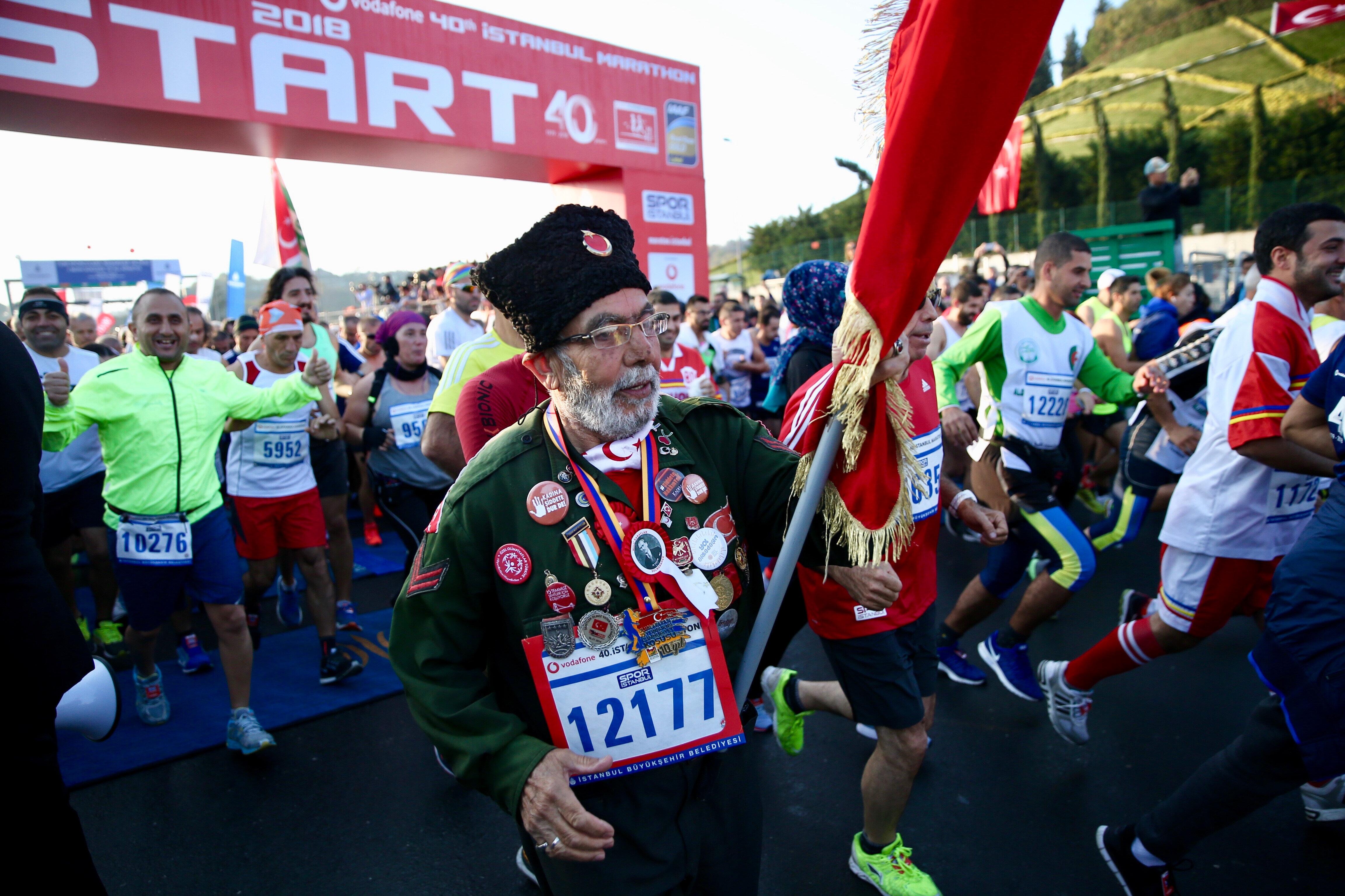 Halk koşusuna yaklaşık 100 bin katılımın olduğu ifade ediliyor.