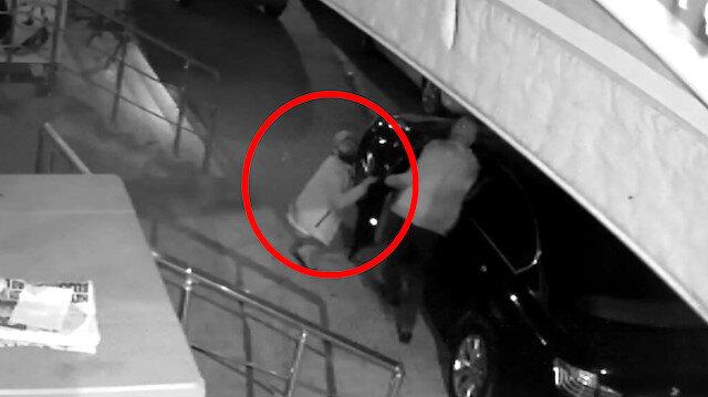 Lüks aracın kapısını açan hırsız kameraya öpücük attı