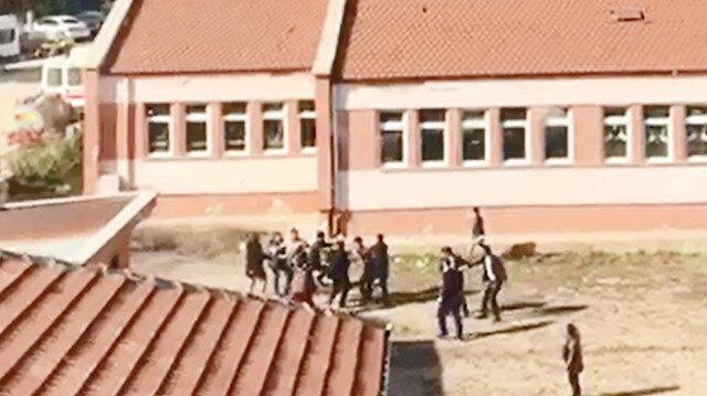 Öğrenci yakınları Müdür Vekili Yavuz Acar'a saldırdı.