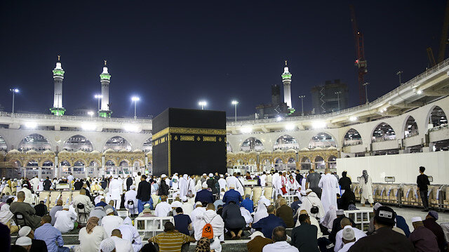 Muslims perform Umrah in Mecca