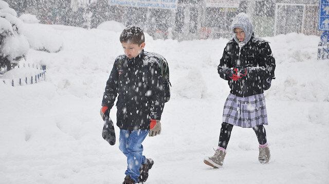 Bayburt'ta kar yağışı nedeniyle okullar tatil