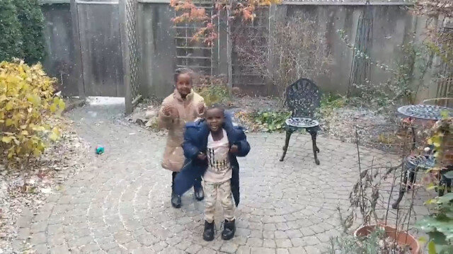 Afrikalı çocukların ilk kar sevinci tıklanma rekoru kırdı