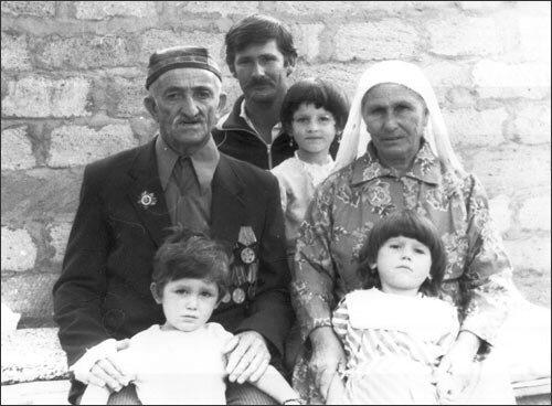 Özbekistan'da bir Ahıska Türkü ailesi.