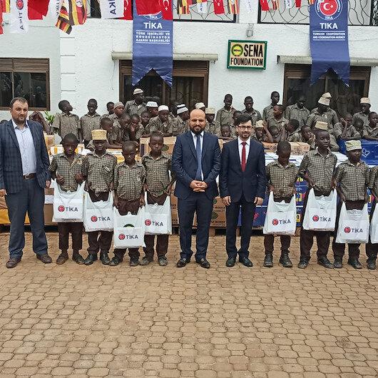 مساعدات تركية على 200 يتيم في أوغندا