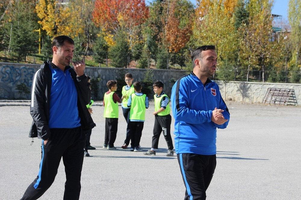 Emrespor'un antrenörleri Rıza Konak ve Ahmet Tuncer.