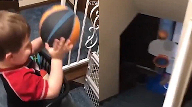 Minik çocuğun müthiş basket performansı