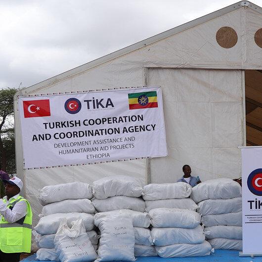 تيكا التركية توزع 18 ألف غطاء على نازحين في إثيوبيا