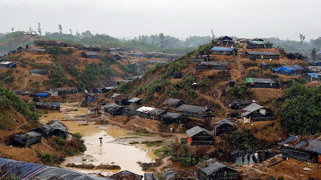 Myanmar police shoot, injure four Rohingya Muslims in camp raid