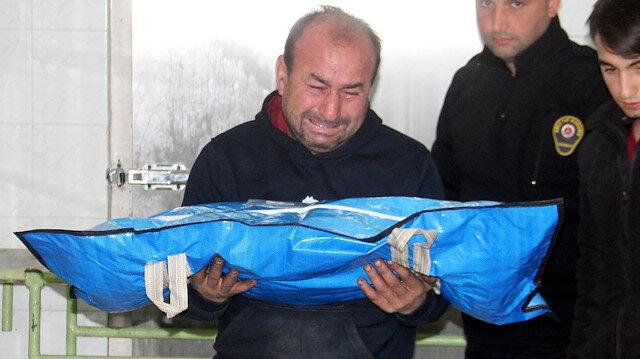Annesi tarafından öldürülen bebeğin cenazesi babası aldı