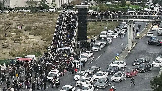 Vatandaşlar akın etti trafikte kilometrelerce kuyruk oluştu