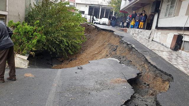Eyüpsultan'da bina girişinde toprak kayması