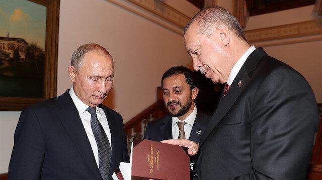 Cumhurbaşkanı Erdoğan Putin'e kitap hediye etti