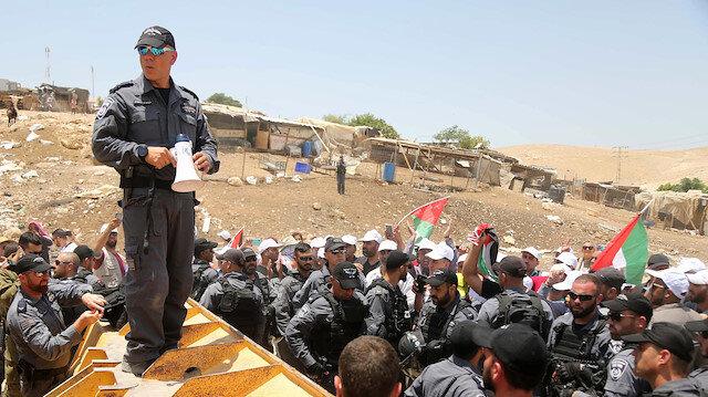 İsrail dünya gündemine taşınan Filistin köyünü yıkmakta ısrarlı