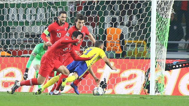 Hakemden İsveçli futbolcuya 2 penaltı sözü