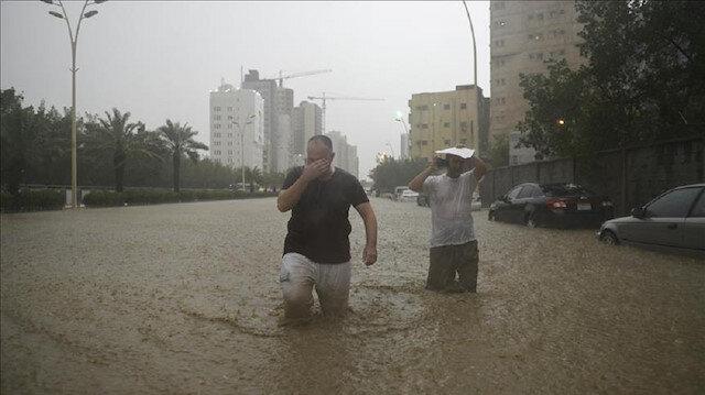 Flash floods kill 35 in Saudi Arabia