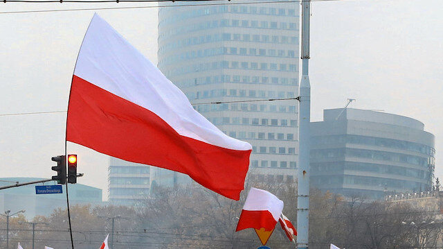 Poland's government rejects UN migration pact