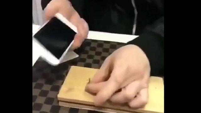 iPhone ile çivi çakıyor