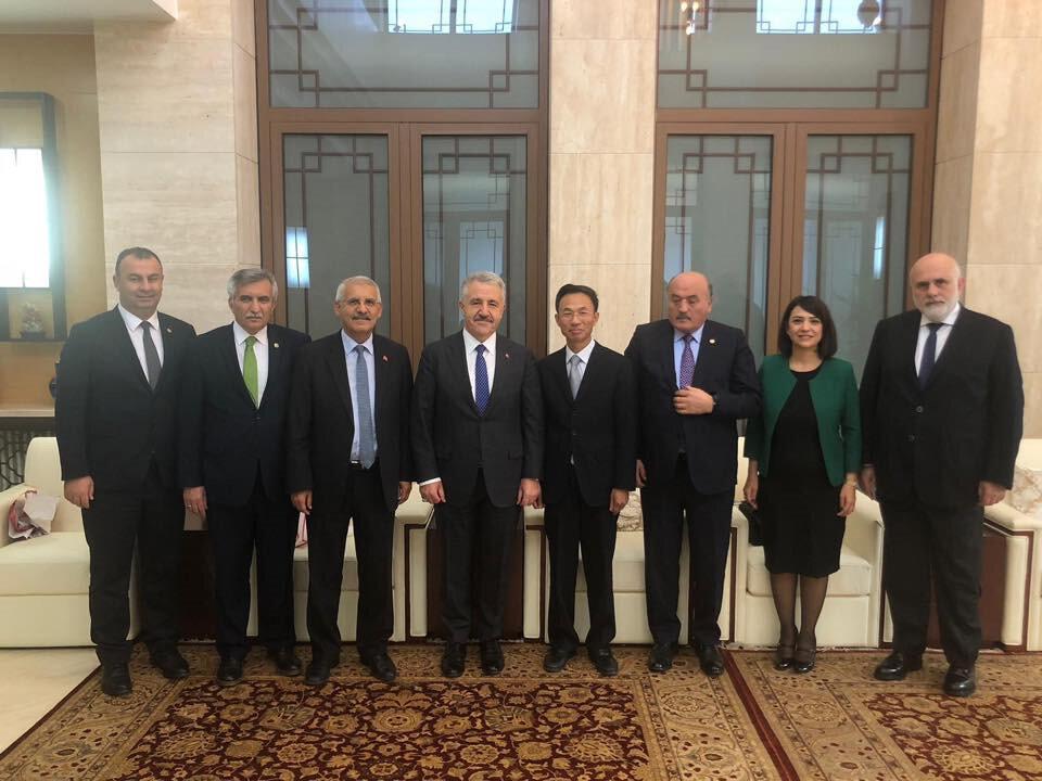 Türkiye-Çin Parlamentolar arası Dostluk Grubu Üyeleri, Çin'in Ankara Büyükelçisi YU Hongyang'ın davetine katıldı. Grubun başkanlığını eski Ulaştırma Bakanı Ahmet Arslan yapıyor.
