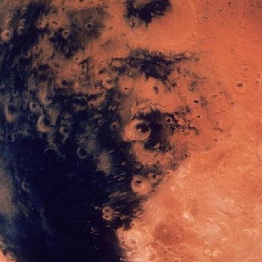 """المسبار """"إنسايت"""" يهبط على سطح المريخ"""