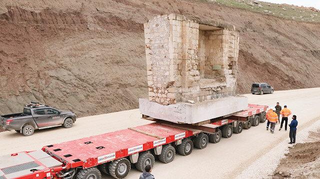 4 bin 600 tonluk Eyyubi Camisi'nin ilk bölümünün taşınma süreci tamamlandı.
