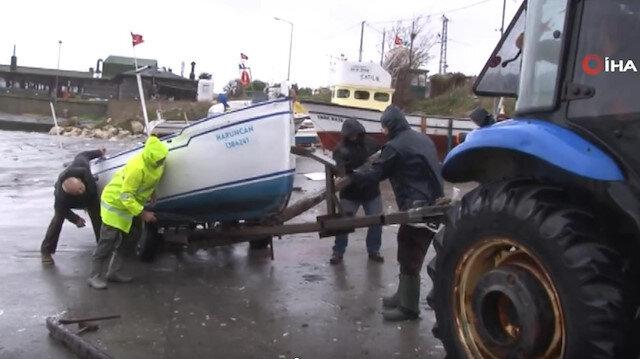 Balıkçılar tekneler batmasın diye seferber oldu