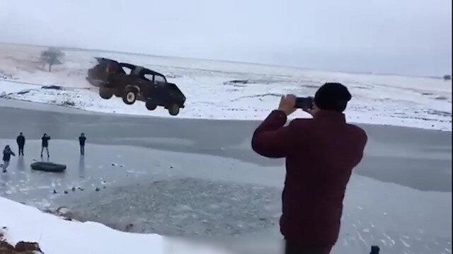 Donmuş göle aracıyla atlamak hayatının hatası oldu