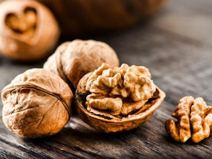 Ceviz, Omege 3 (alfa-linolenik asit) açısından en zengin ağaç meyvesidir. Omega 3 alımının, kalp-damar hastalıkları riskini azalttığı belirtilmiştir.