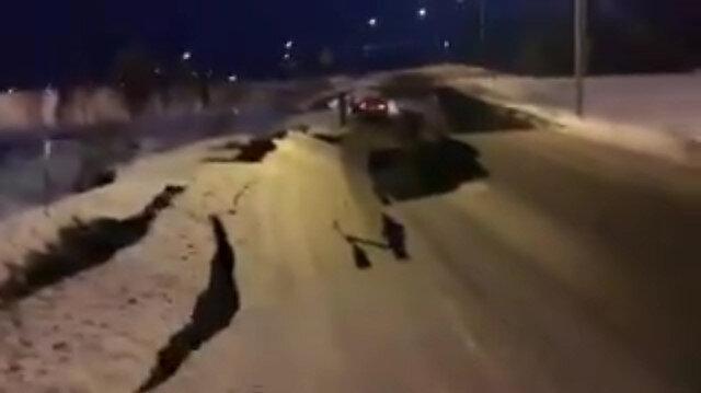 Alaska'da deprem: Yollar parçalandı