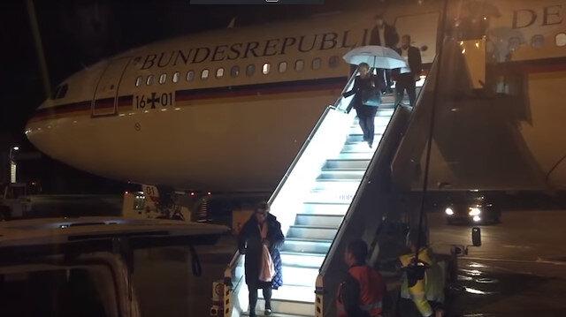 G20 Zirvesi için Arjantine giden Merkelin uçağı acil iniş yaptı